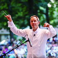 Alastair Willis directs South Bend Symphony Orchestra